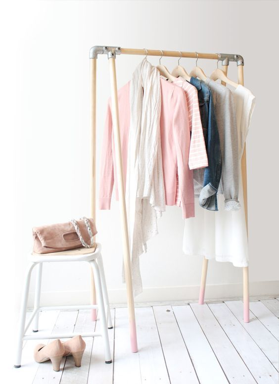 Wood and metal clothing rack with pink dipped legs / Wood Clothing Rack, Diy Clothes Rack, Clothes Rail, Hanging Clothes, Clothing Storage, Diy Clothing, Dressing Pas Cher, Diy Furniture, Furniture Design