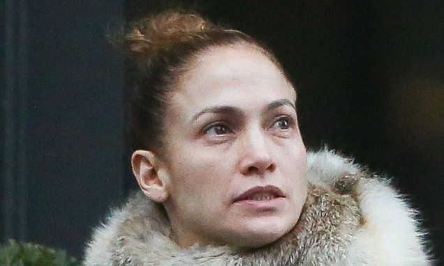 Jennifer Lopez is unrecognizable as she goes make-up free