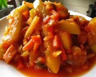 Szybkie gotowanie: Szybki bigos z cukinii