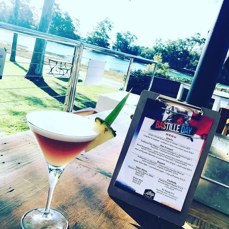 Does #Bastille Day get any better than this. #frenchmartini on the Deck by the water in Currumbin Australia! #GoldCoast #goldcoastlife  #french #france #vivalafrance #foodie #cocktails #cocktailsgoldcoast #martinis #CurrumbinRSL