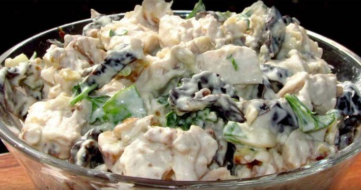 Классный рецепт - Салат с курицей «Очарование»! Салат с курицей «Очарование» - праздничный и довольно простой. Его можно сделать слоеным, можно перемешать, можно живописно выложить на тарелках слегка небрежными пластами или оформить как салат-коктейль в бокалах. Если не переусердствовать с майонезом, то вкус салата получится весьма изысканным. Свежесть огурца, сладость и аромат чернослива, ореховая насыщенность придадут простому куриному мясу и вареным яйцам оригинальное послевкусие…