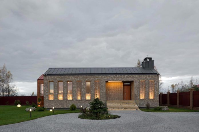 Brick and wood work of art of the Shatura House locate near Moscow - CAANdesign