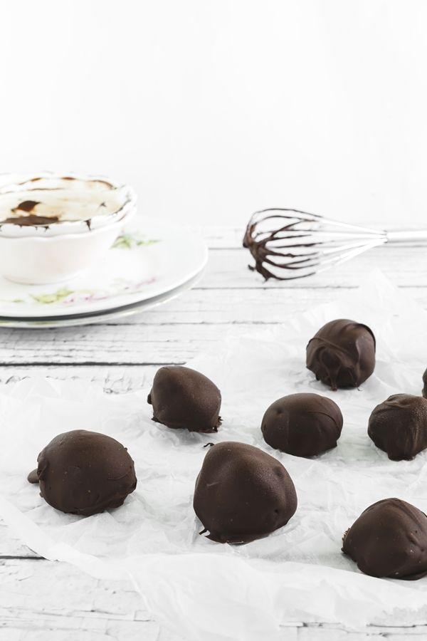 ricetta con gelato - tartufini al gelato di fragola - cioccolato - ice cream truffle - strawberry - chocolate truffles - ice cream recipe - bomboniera