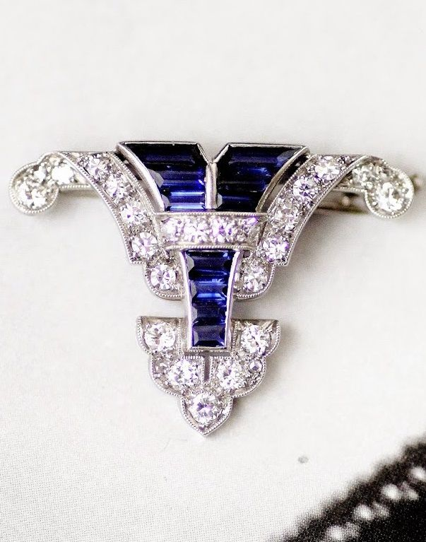 An Art Deco platinum, sapphire and diamond brooch, French, 1930-35. 2.9 x 3.2cm. #ArtDeco #brooch