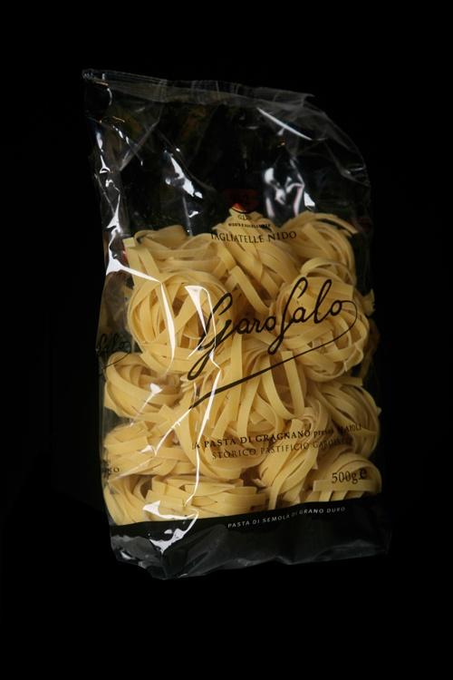 Le Tagliatelle Nido sono una specialità Pasta Garofalo.Si sa con certezza che in Cina intorno al X secolo d.C. alcuni negozi vendevano posta tipo tagliatelle, si presume comunque, che la loro conoscenza risalga in Oriente al I secolo d.C.  Scopri gli altri formati su: www.pastagarofalo.it
