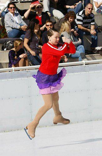 Alexandra de Hanovre fait une pirouette sur la glace