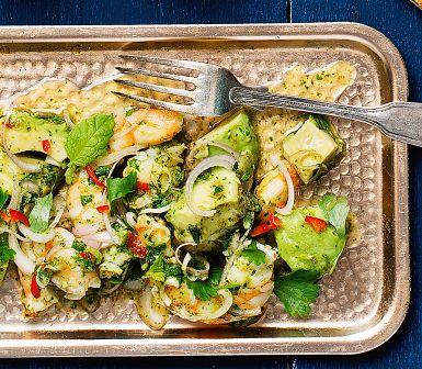 Fräschare blir det knappast! Läckra kungsräkor och krämig avokado med thailändska smaker av citrongräs, lime, fisksås och koriander. Perfekt som nyårsförrätt eller som en del bland flera plockrätter.