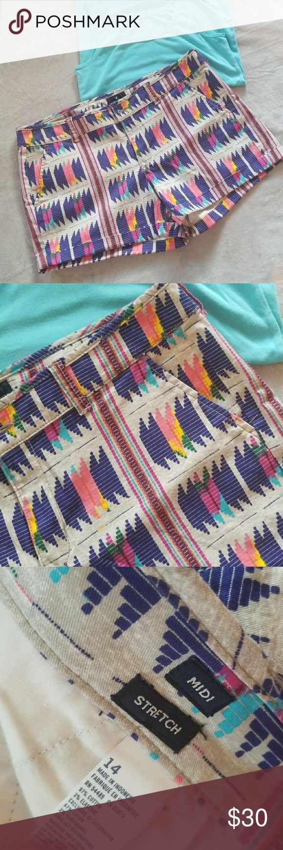 AE shorts Cute colorful print. AmericN Eagle shorts in guc size 14. Has front and back pockets. American Eagle Outfitters Shorts