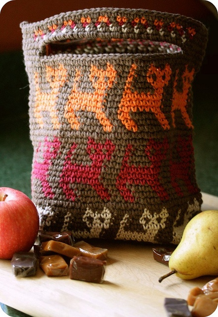 Tapestry crochet. Free pattern here: http://www.tapestrycrochet.com/KittyBag.htm
