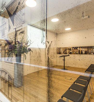 DE NIEUWE LIEFDE | Locatie: Centrum voor debat, bezinning en poëzie in Amsterdam | Inrichting: Inrichting theaterzalen. Kantoor-, Ontvangst- en Management meubelen. | Ontwerp: Wiel Arets Architects | Omschrijving: Dit centrum is een huis voor bezield verband, waar het woord beschaving op nieuw inhoud krijgt. In 2011 is het voormalige wijnpakhuis volledig gerenoveerd en heeft PVO Interieur de volledige inrichting mogen verzorgen.