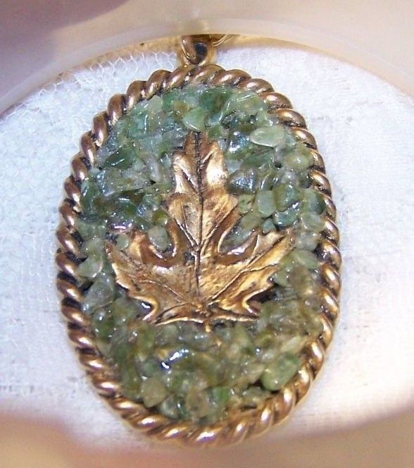Vintage Jade Chip Gold Tone Maple Leaf Necklace