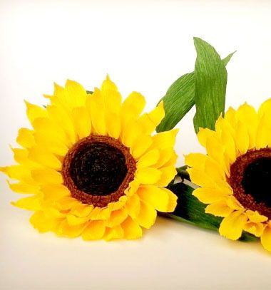 DIY Sunflower paper flower from crepe paper // Krepp papír napraforgó - nyári papír virág dekoráció // Mindy - craft tutorial collection // #crafts #DIY #craftTutorial #tutorial #MothersDayCrafts #FathersDayCrafts