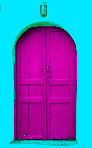 Magenta door!  primario color pigmento contraste con cian pared