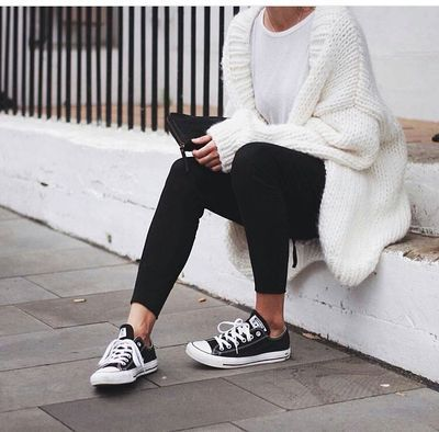 Cozy white & black outfit with Converse sneakers