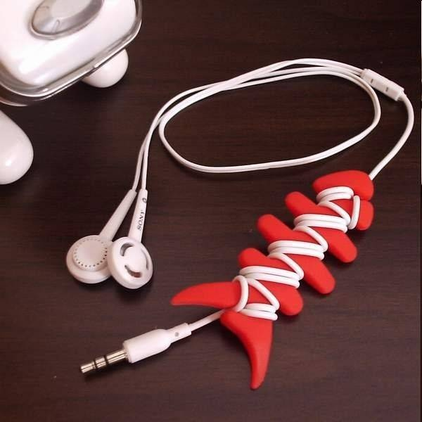 Earphone Cable Wrap. What a good way to keep it from getting tangled up.
