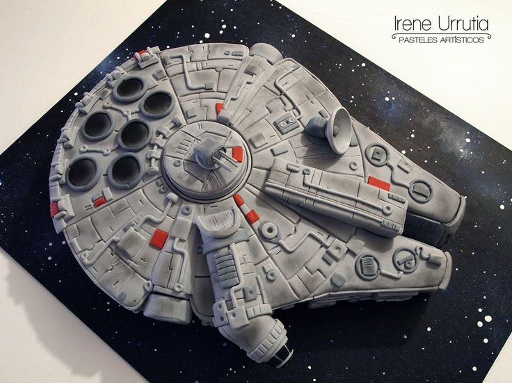 3D Millenium Falcon Star Wars cake by Irene Urrutia - Pasteles artísticos. Chocolate cake covered in fondant.