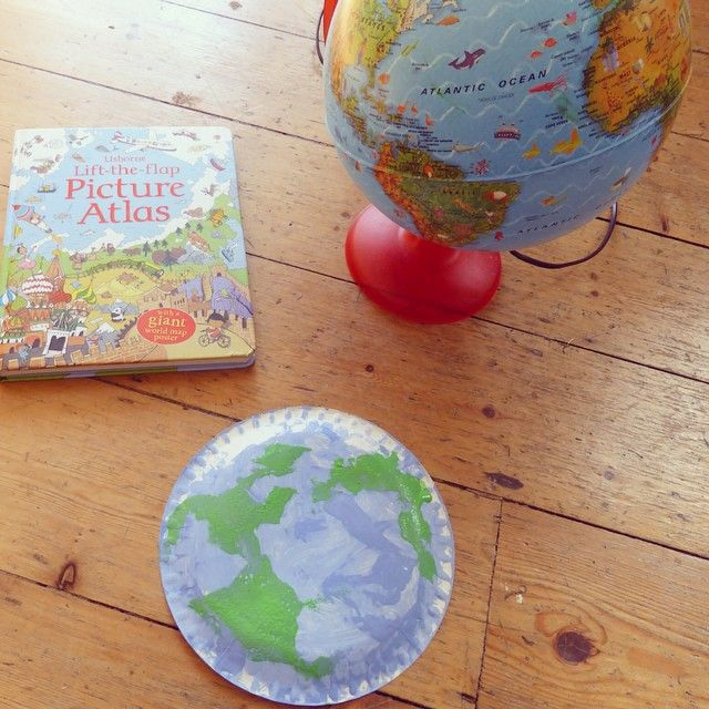 Paperplate Globes in celebration of #WorldEarthDay #Toddlercraft. See more how we made them over on The Wobbly Jelly blog.