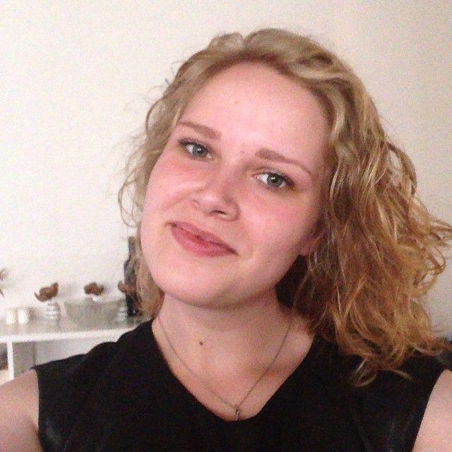 Kort hår og naturlige krøller #curls #danishgirl #like #lovely #happy #smile by anjachristiansen