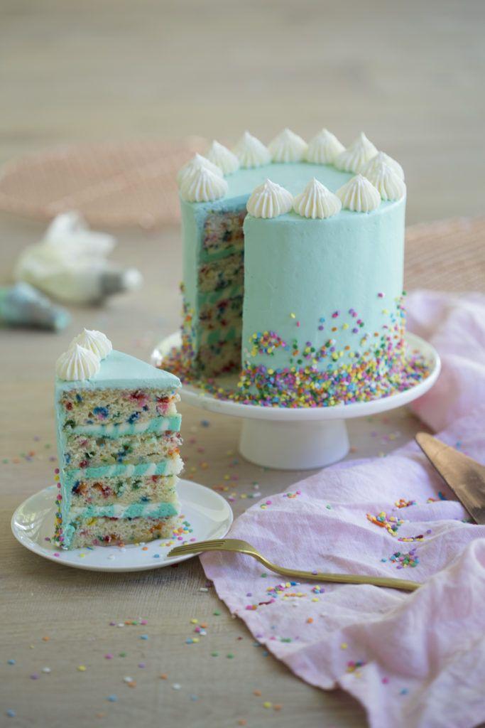 Vor einiger Zeit habe ich einen Funfetti-Kuchen gemacht und ihn geliebt. Es erinnerte mich total an bein …   – FOOD