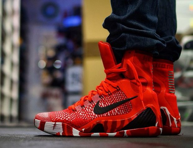 The high-top Kobe 9 Elite will be back this Holiday season in Christmas colors, but this mix of red, white, and green isn't like anything we've seen before. Kobe and the Lakers will likely be getting some nice airtime during … Continue reading →