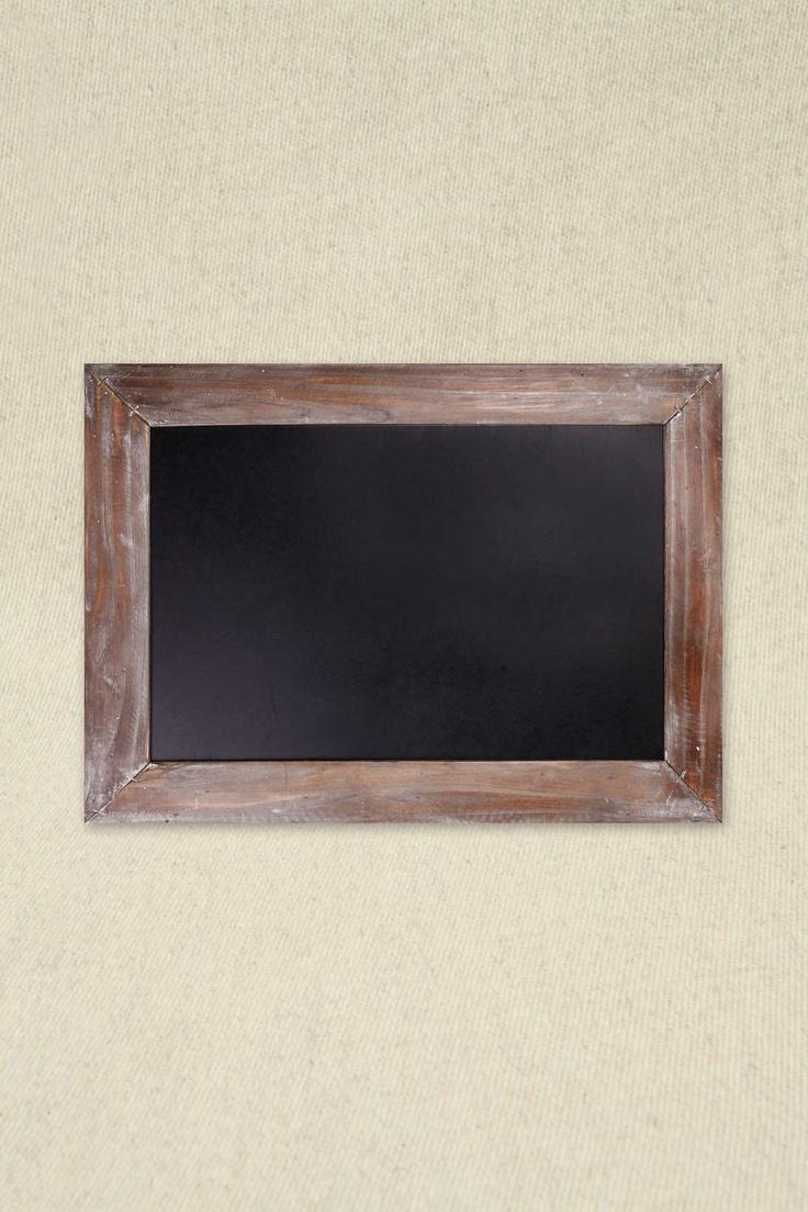 Tableau noir à cadre en bois 22 x 16 chez Urban Outfitters