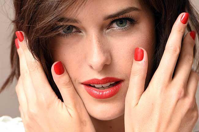 Портал MAKEUP.RU: всё о макияже и дизайне ногтей. Виды и техники нанесения макияжа,  секреты, советы, уроки. Актуальные тренды сезона и макияж звёзд, мейкап по цветотипам и многое другое.