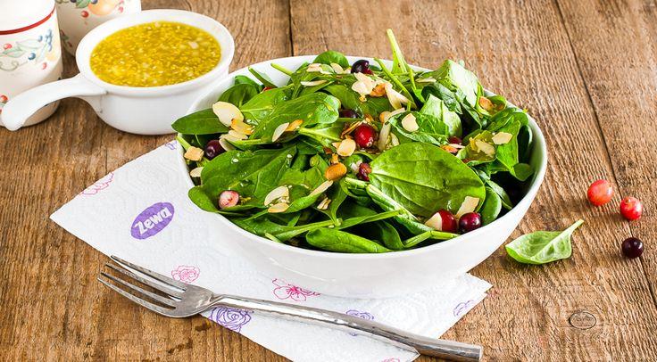 Салат со шпинатом и миндалем