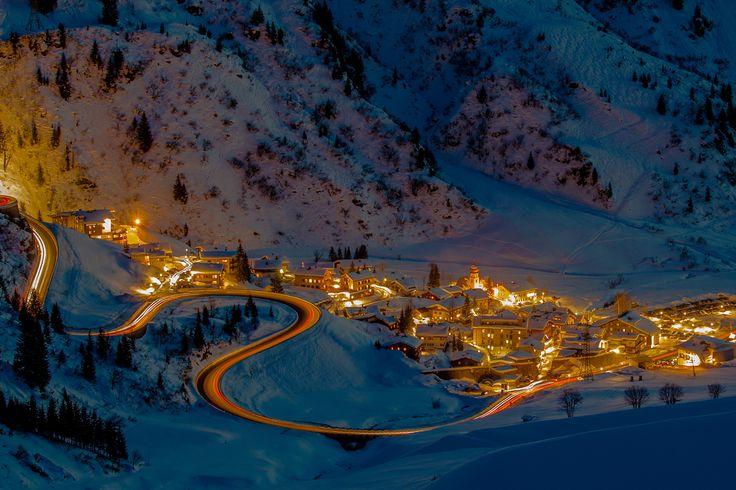 Little village Stuben am Arlberg with mountain pass at night