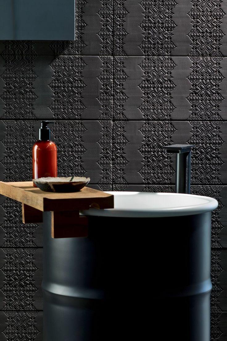 Indoor porcelain stoneware wall/floor #tiles BAS-RELIEF GARLAND NERO by MUTINA   #design Patricia Urquiola #black #bathroom