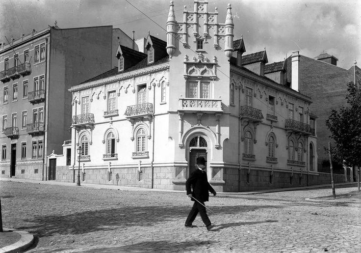 Rua Tomás Ribeiro, 4-6 [c. 1909] Esquina da Rua Viriato Joshua Benoliel, in AML