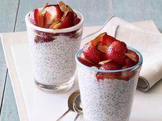Budinca de chia cu vanilie si fructe de padure reprezinta o solutie delicioasa pentru un mic dejun de detox.