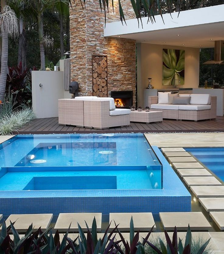 perfect glass pool. Luxuryprivatelistings.com #Luxury #Contemporary #Pool