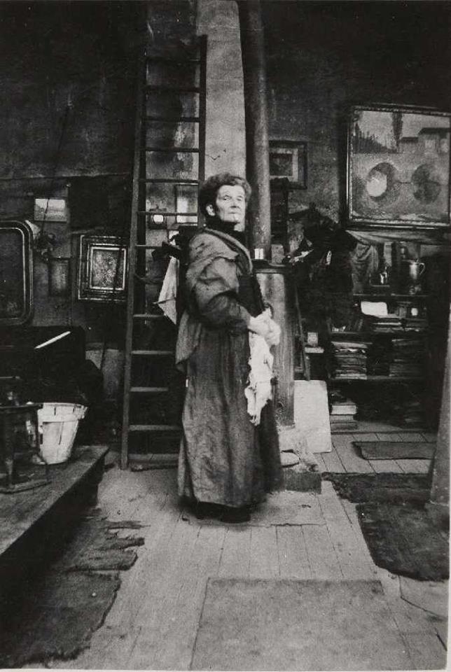 Olga Boznańska w pracowni w Paryżu, 1938 // Olga Boznańska in Paris studio, 1938