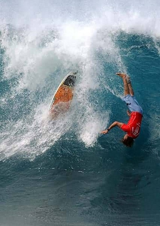 #Surfer #Wipeouts Head 1st