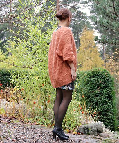 Enten elsker du dotter og fuzz. Eller så hater du det. Vi eeeeeelsker det:) Denne jakka er strikket i pusete garn og er en soleklar favoritt.