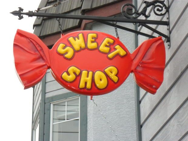 Picture of Large Wrapped Candy Sign