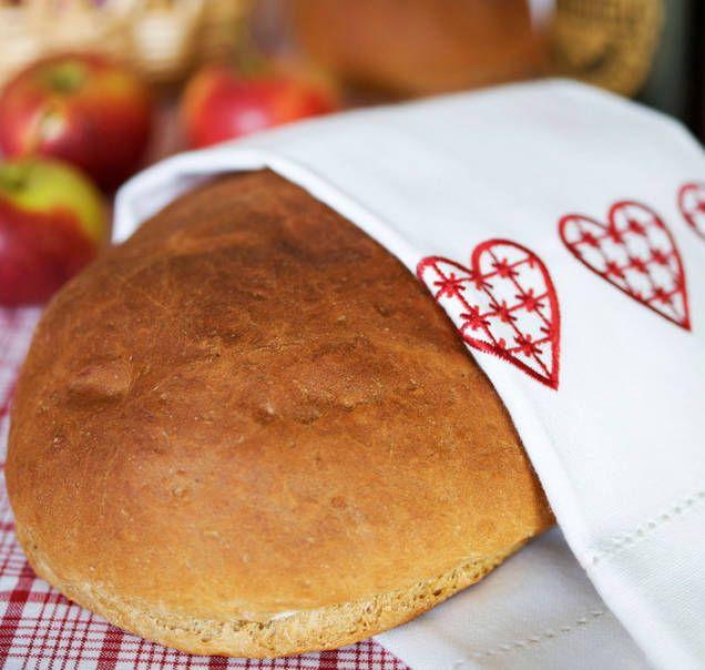 Recept på saftigt vörtbröd. Extra gott med smak av äpple och pomerans. Blir två härliga limpor julvört.