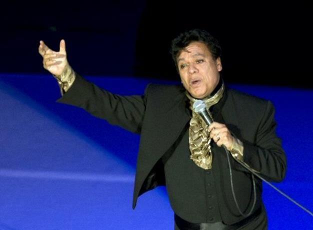 Hijo de Juan Gabriel demanda a Univision y Telemundo
