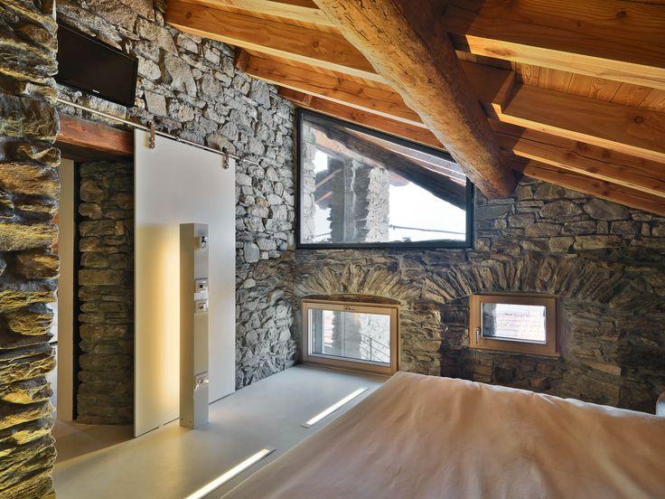 Case in pietra e legno cerca con google interni case for Case moderne interni