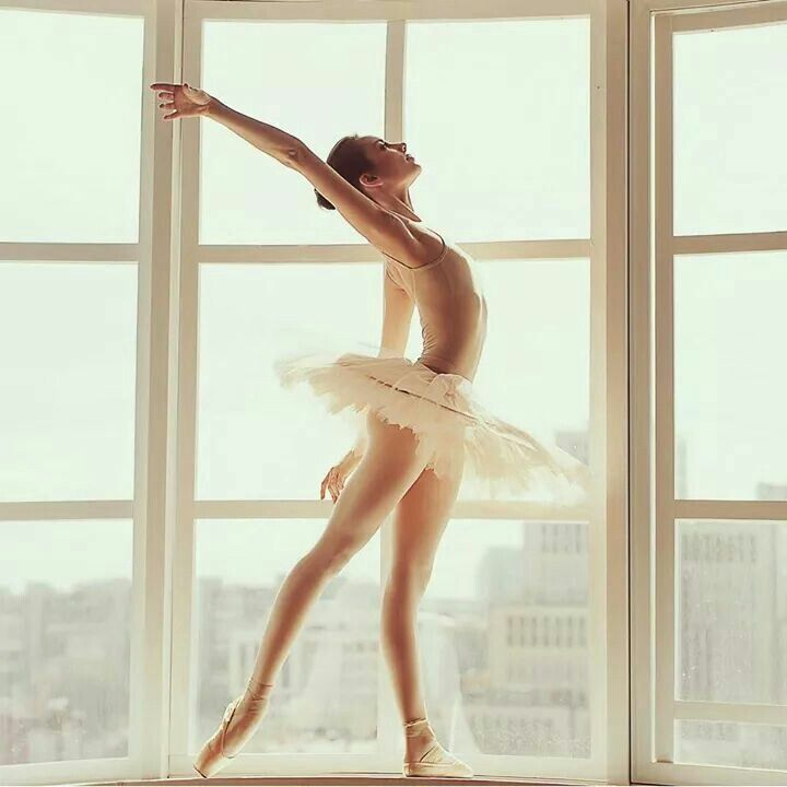 Beautiful lines and colors. #ballet