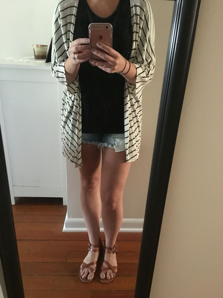 lindsay kimono. black irma. denim shorts. sandals. #lularoe #llr #ootd #lindsay #irma