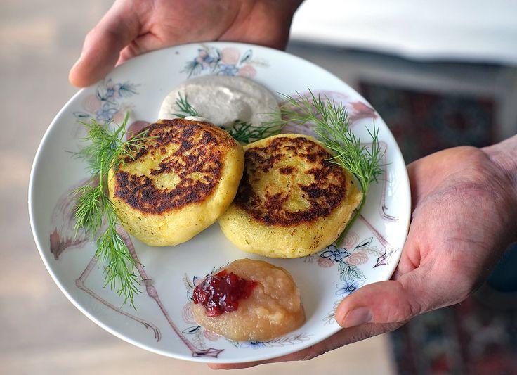Bramborové placky plněné houbami a koprem   Veganotic