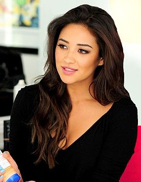 Shay Mitchell hair.  I want these subtle highlights for summer.  Just the right dimension.