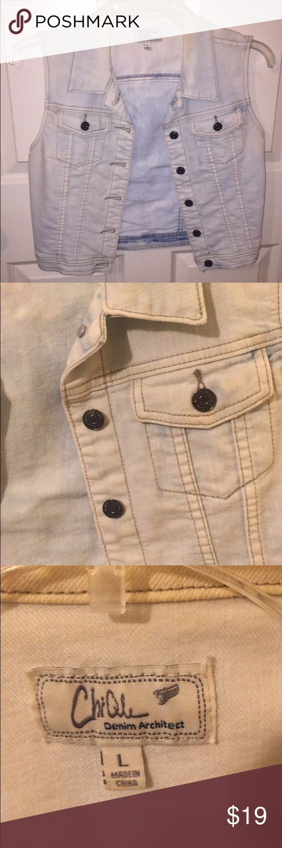 Sleeveless jean jacket Light wash denim jacket. Goes great with a top or sweater, and super comfy! Can fit a medium-large. Great condition! Jackets & Coats Jean Jackets