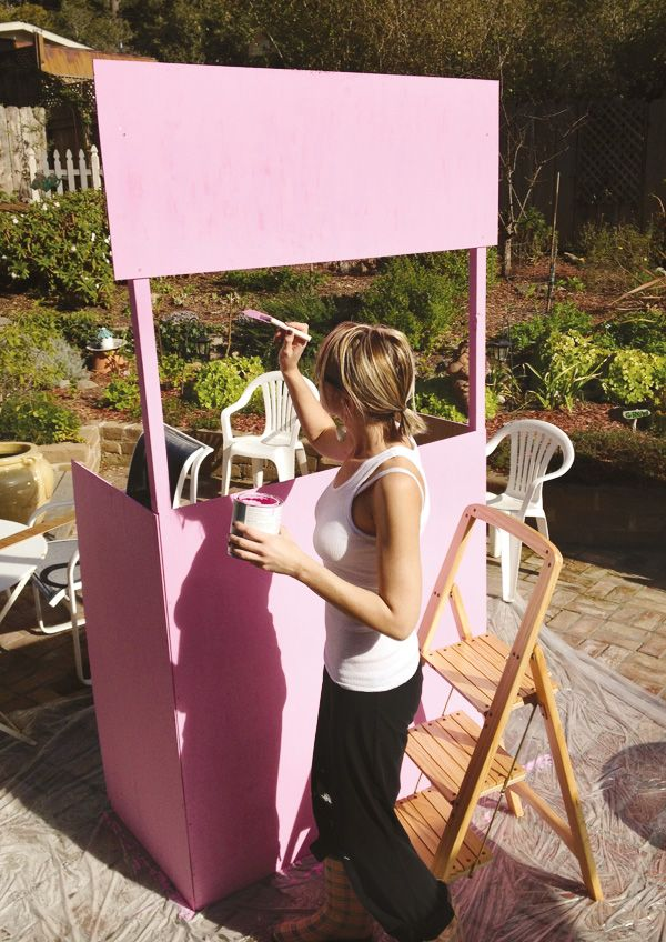 "Homemade ""Kissing Booth"" {DIY Photo Booth}Yes, I will be building one of these!   Also for lemonade stand"