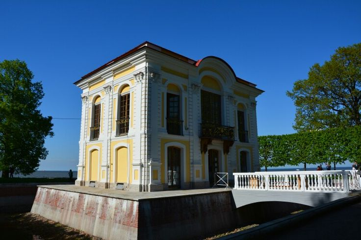 Peterhof-small building near the palace with view to Finish bay