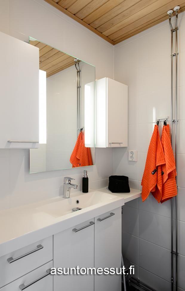 Meritähti I WC-tilassa Tulikiven Glaciar-komposiittitaso.