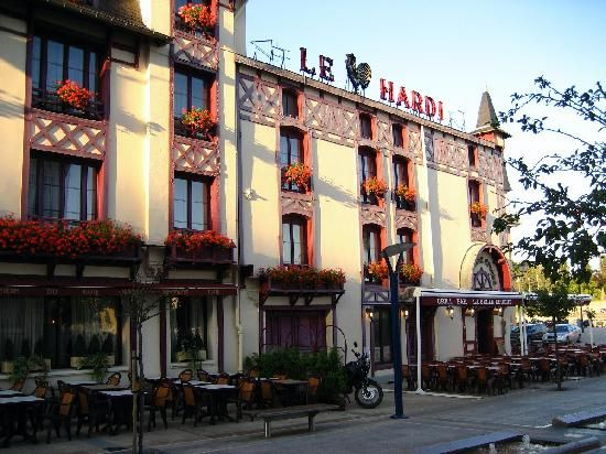 le coq hardi verdun - Lobster ravioli, Meursault wine, crepes mirabelle for dessert.    The top Allied brass used this as their home base during some of the major battles of World War I.