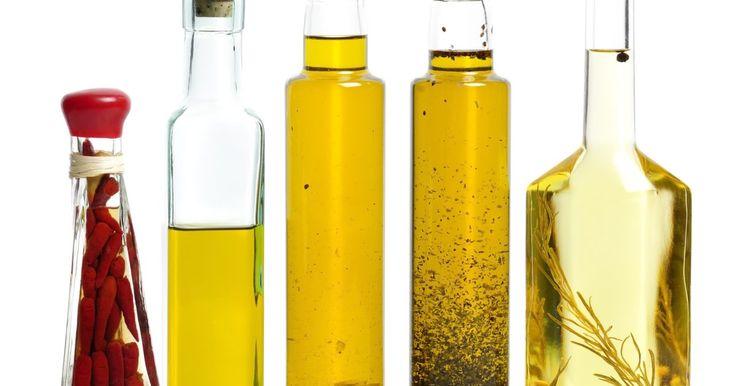 Cómo hacer el aceite de unción con incienso y mirra. La práctica de unciones con aceites es tan vieja como la Biblia y era una de las formas en las cuales los judíos y los cristianos de la antigüedad purificaban y consagraban sus cuerpos. Tanto el incienso como la mirra son resinas aromáticas de árboles nativos del Medio Oriente y existen en forma de aceite esencial. También son antibacterianos, ...