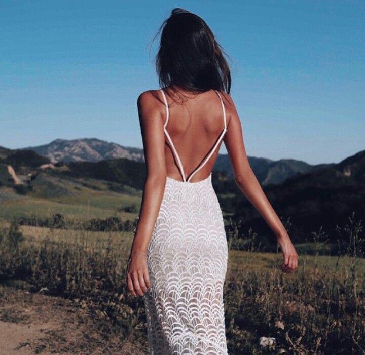 Девушки со спины в платье